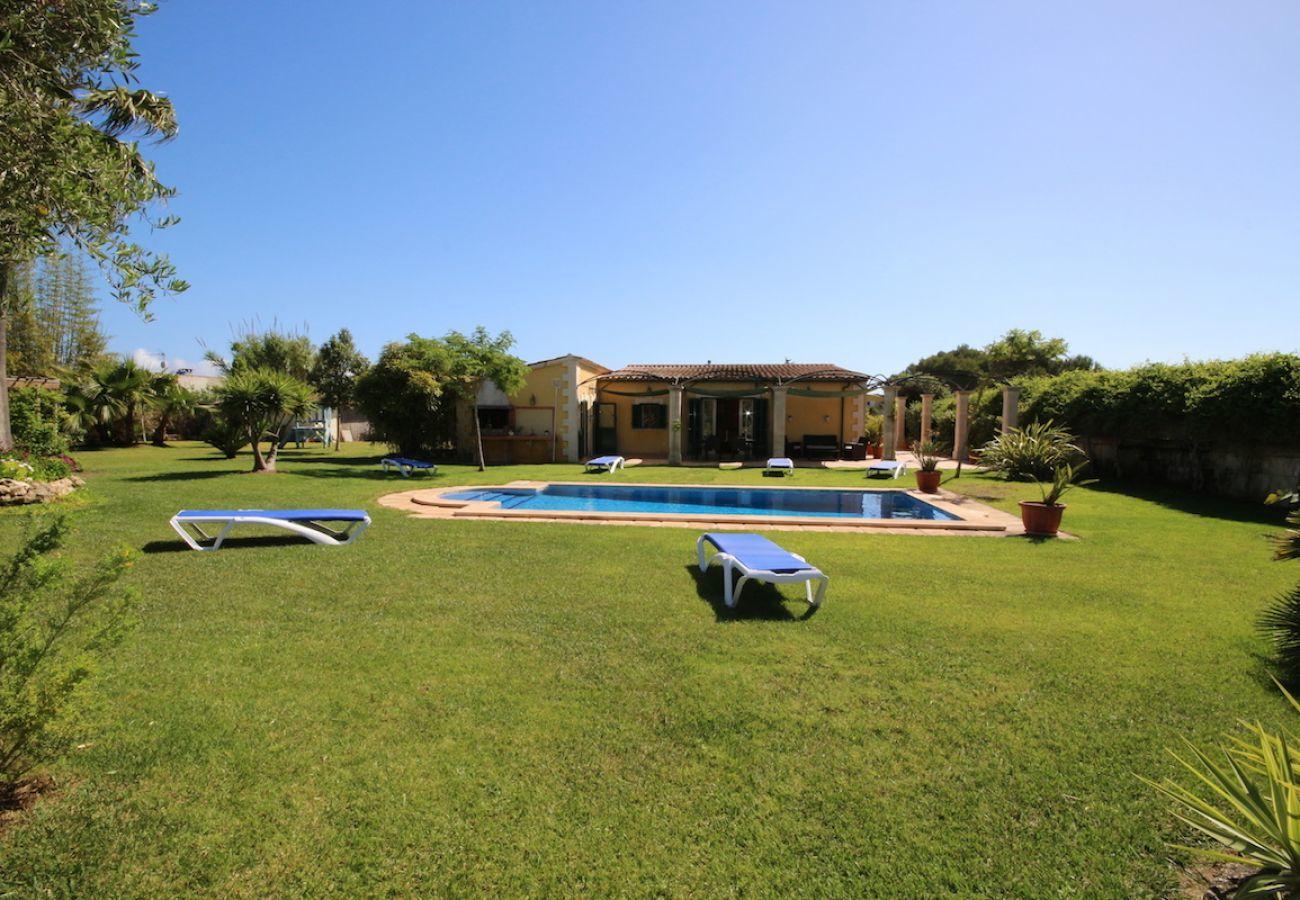 3 chambres doubles, 2 salles de bain, air conditionné, Wi-Fi gratuit, très proche de Playas de Muro / Can Picafort