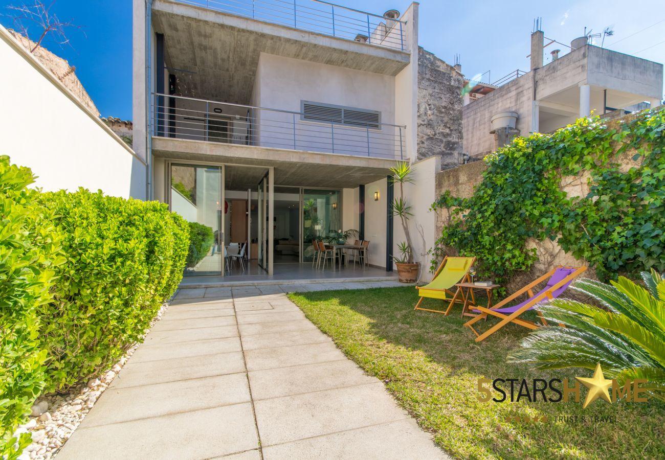 3 DBR 1 chambre d'enfants, 3 salles de bains, WIFI, jardin avec barbecue et terrasse sur le toit.