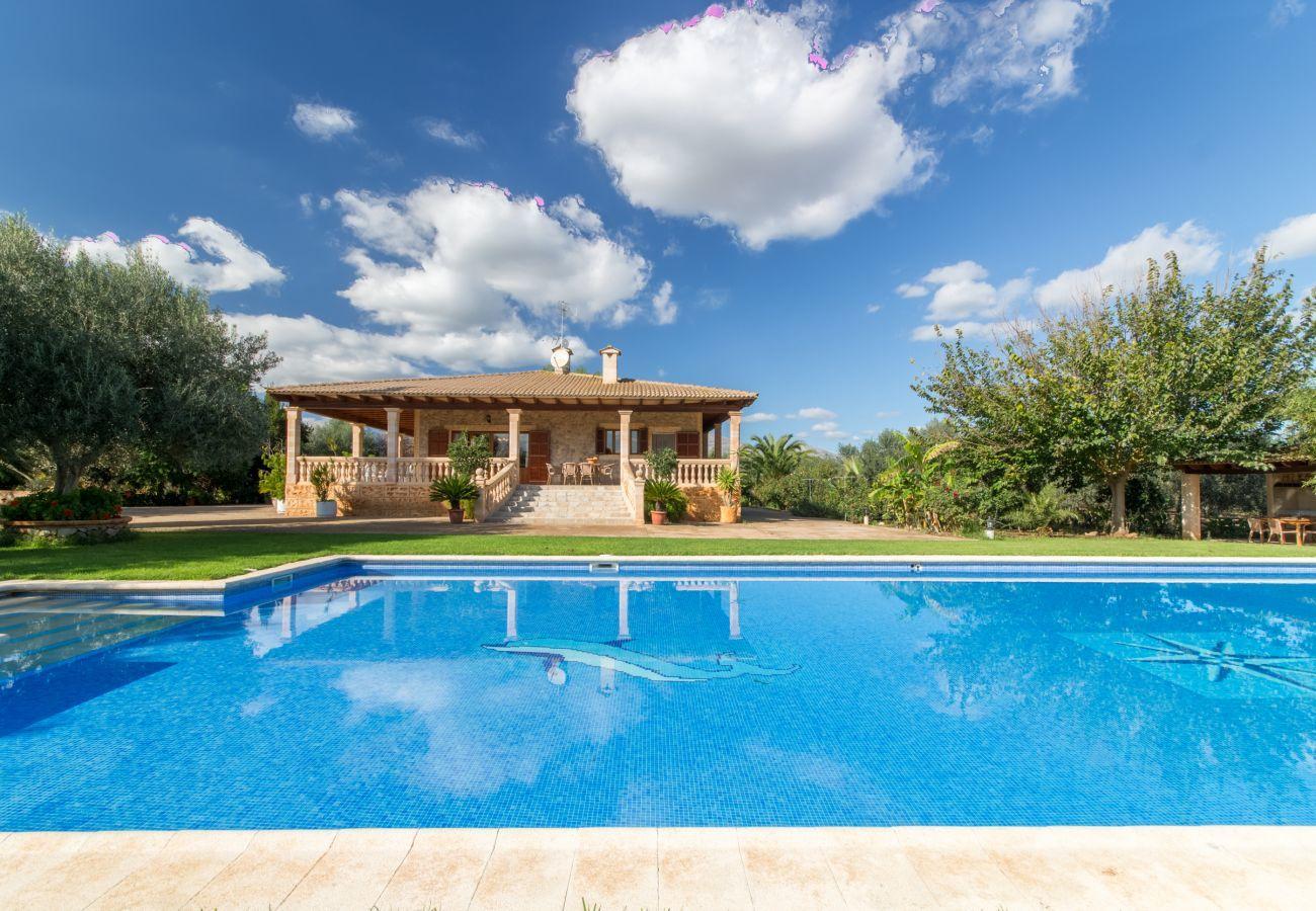 3 chambres à coucher, 2 baños, AC, Wifi gratuit, jardín con piscina XXL, ducha extérieur et caseta de barbacoa