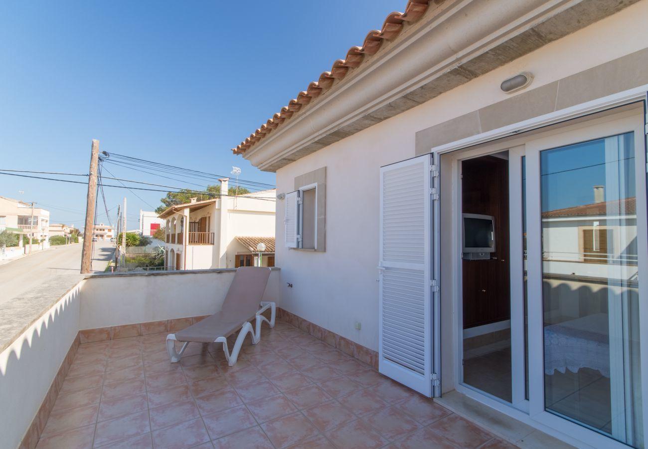 Maison idéal pour profiter de la mer et la plage, 3 chambres, 2 bains, 1WC, AC, Wifi gratuit, terrasses et barbecue.