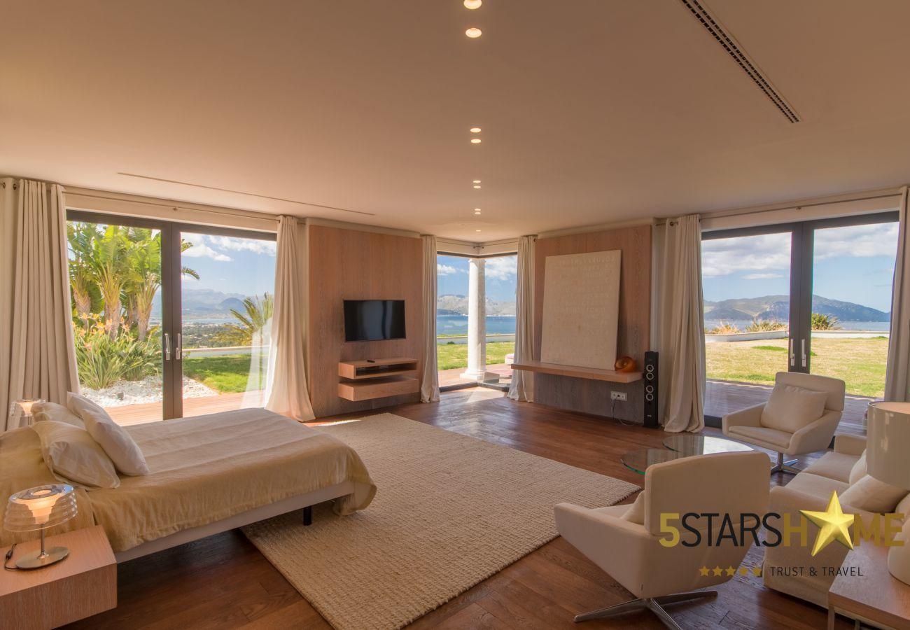 8Chambres, Master-suite, 12Toilettes, fitness, piscine intérieure et extérieure, court de tennis, vin cave, jardin, héliport
